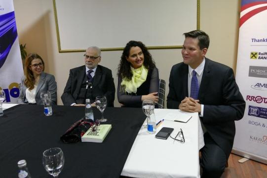 Dinner Debate (v.l.n.r.): Carmen Jeitler-Cincelli, Erhard Busek, Dr. Remzie Shahini-Hoxhaj (Linguistin, Universität Prishtina), Lukas Mandl